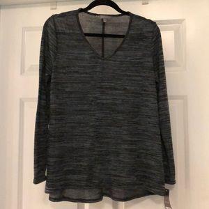 Daisy Fuentes V Neck Sweater/Tee Size Medium NWT